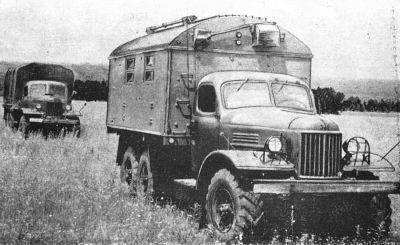 Аппаратная Р-359 «Пеликан» обычно перевозится на двух автомобилях ЗИЛ-157. В одном автомобиле аппаратная, состоящая из двух Р-359 «Пеликан», радиоприемника Р-250М, радиостанции Р-105М. Во втором автомобиле - мачты, антенны и т.д. Антенное хозяйство состоит из 8 штыревых антенн, а второе поле из 4 перекрещенных квадратов.